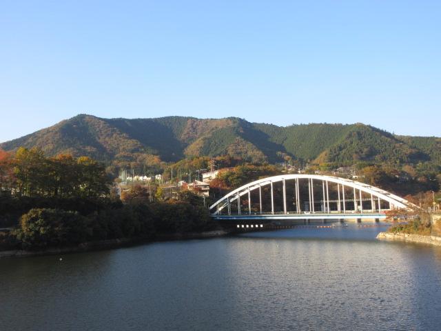 相模湖と相模湖大橋