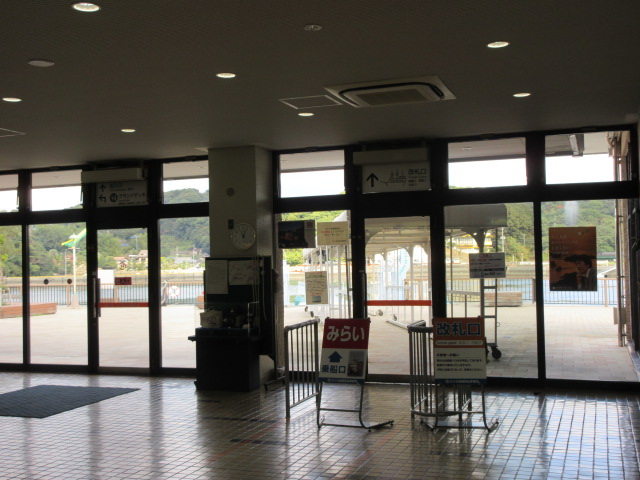 Ticket gate of a pleasure boat