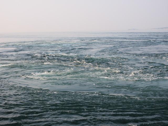 うずしお観潮船から見た渦潮