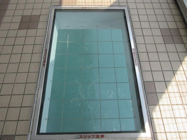 遊歩道のガラス床
