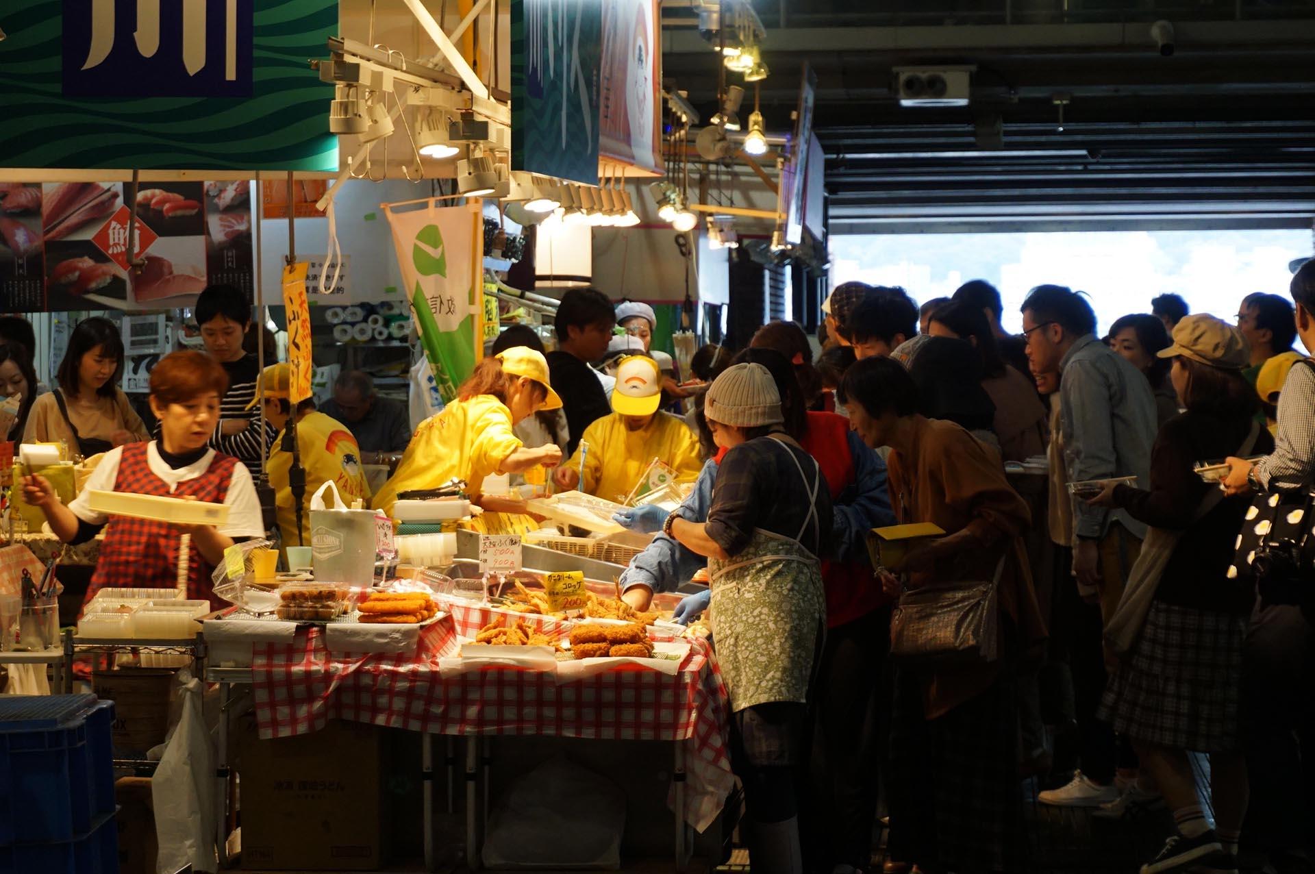 唐戸市場の活きいき馬関街