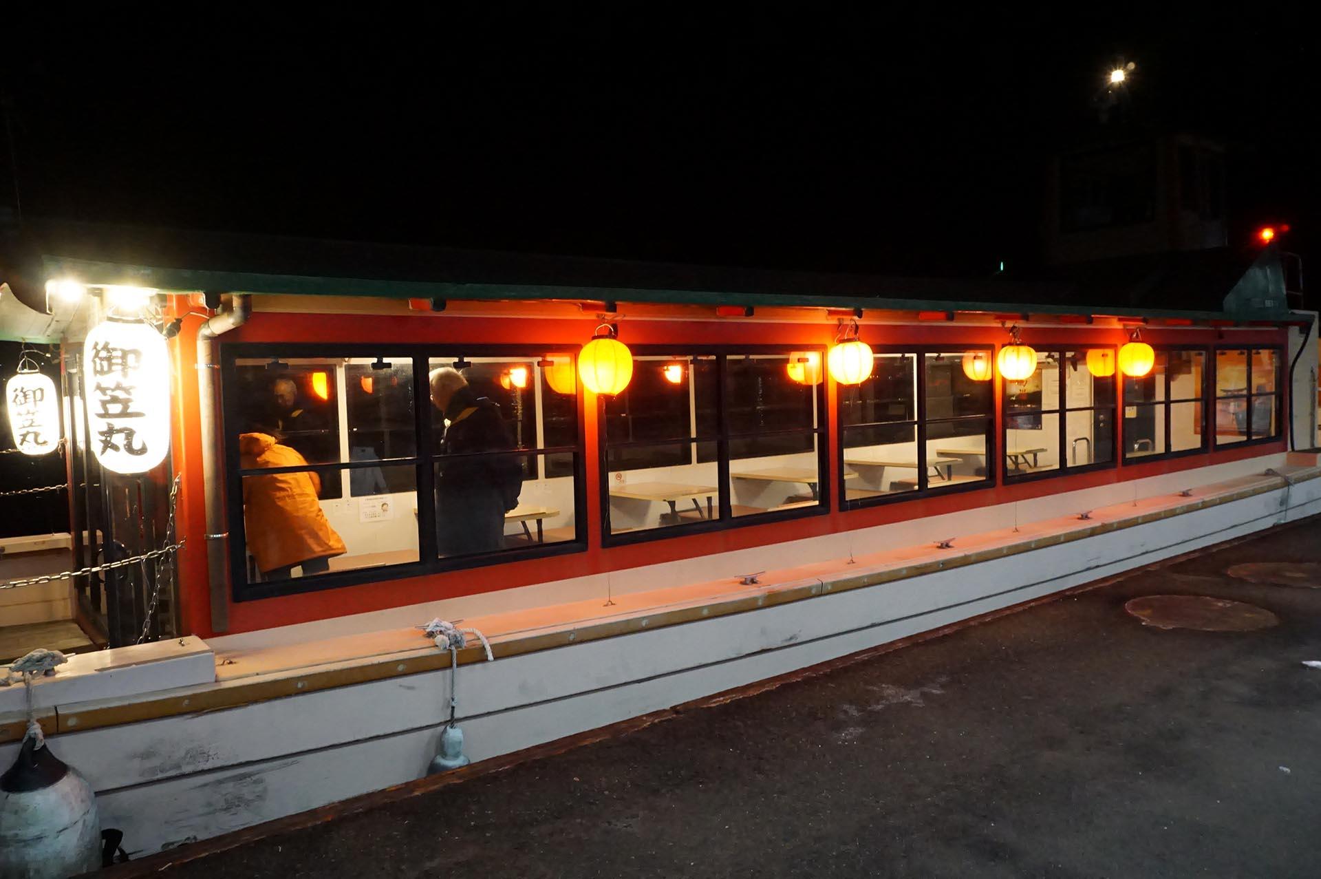 宮島参拝遊覧船の屋形船