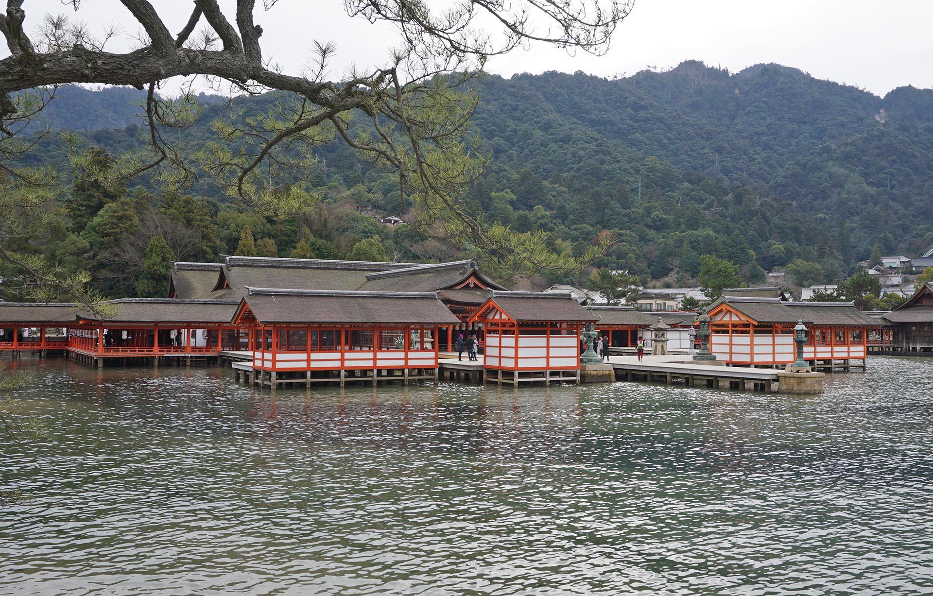 厳島神社の社殿