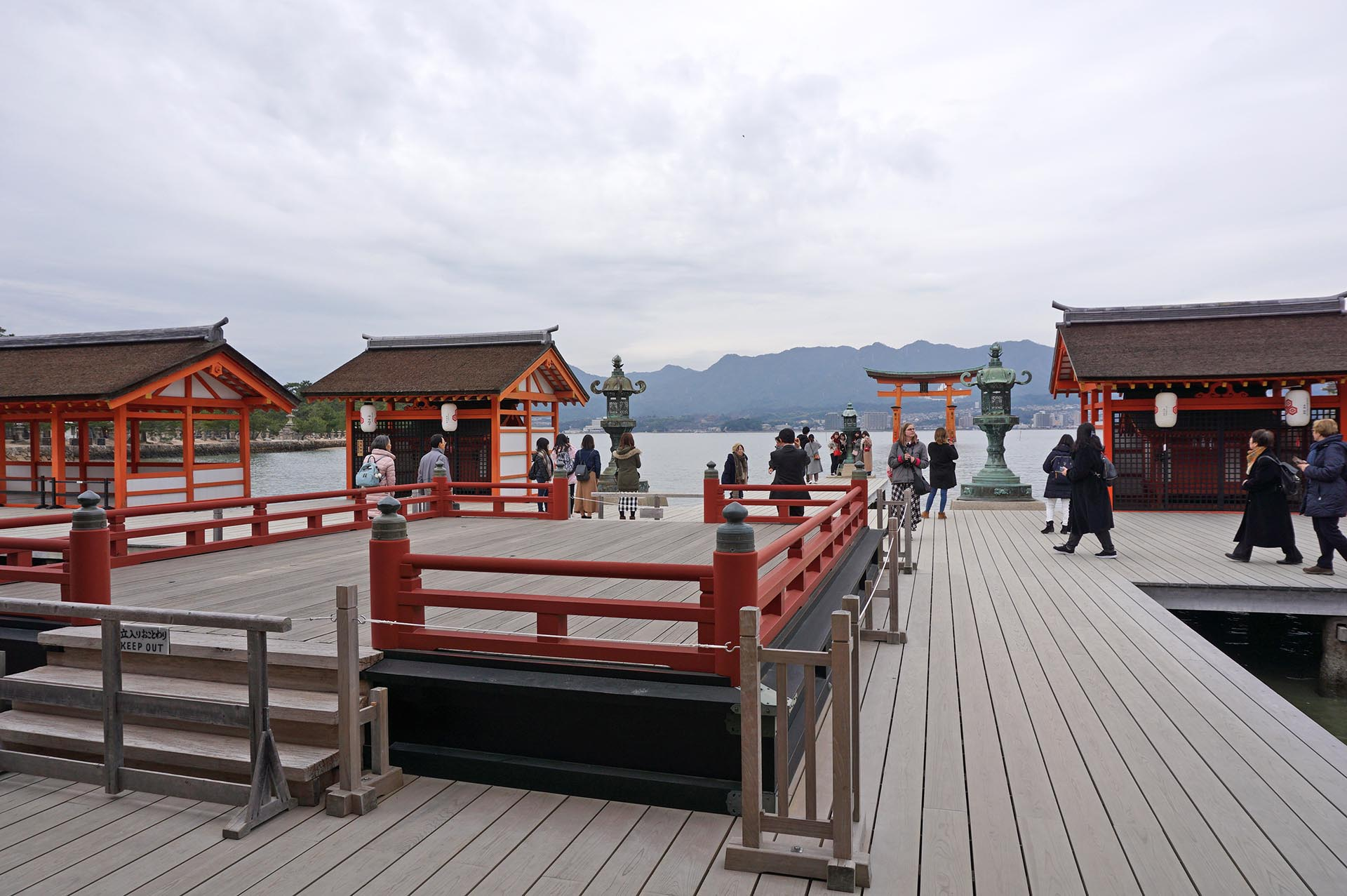 厳島神社の舞台
