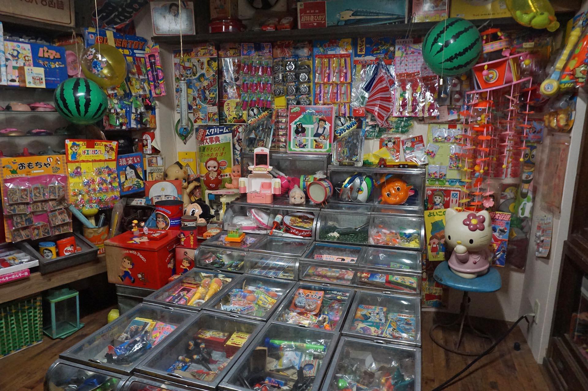 湯布院昭和館の駄菓子屋