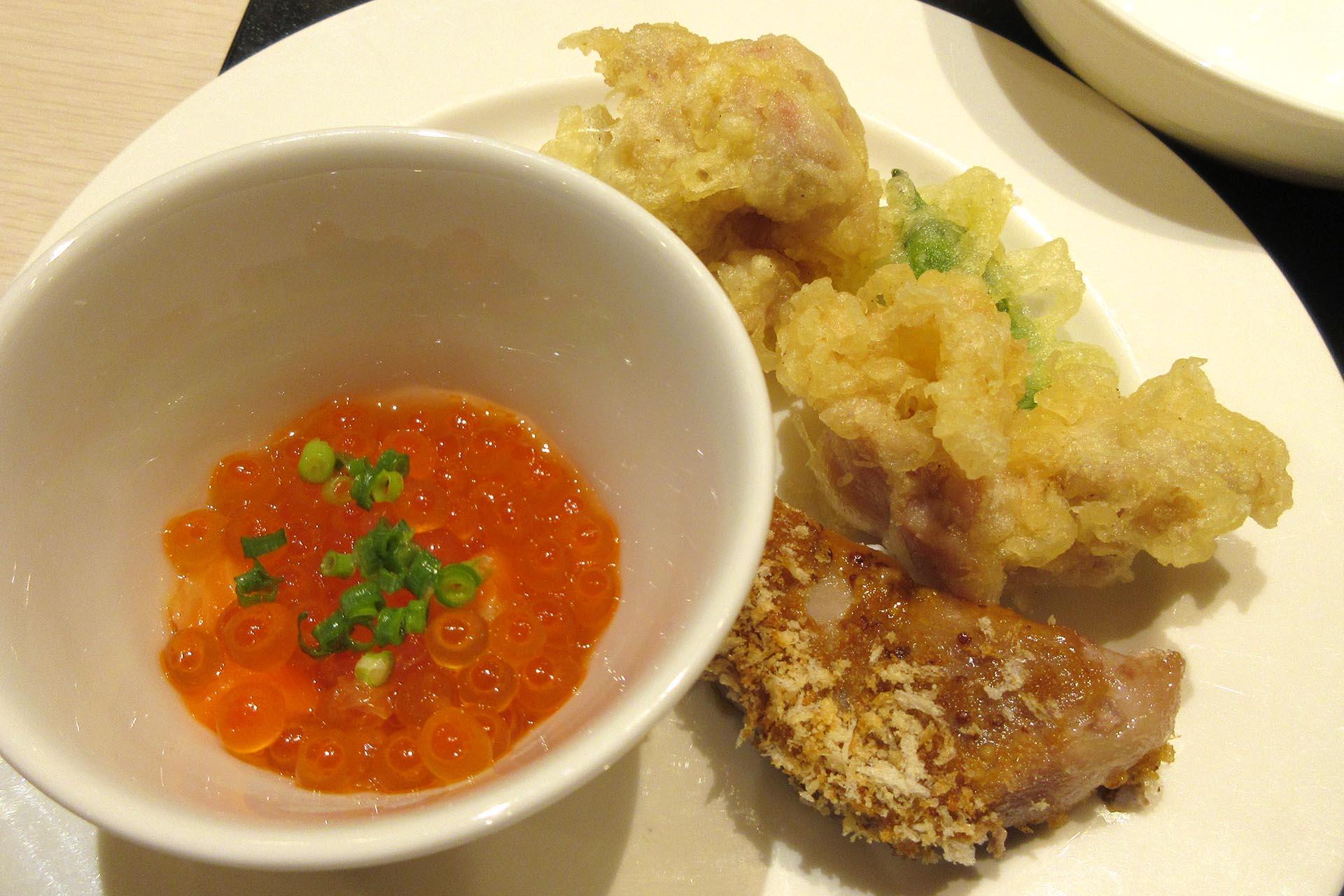杉乃井ホテルの夕食(イクラととり天)